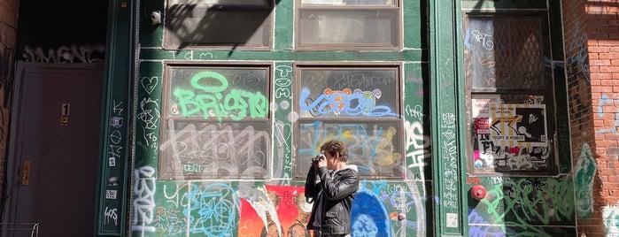Staple Street Skybridge is one of New York.