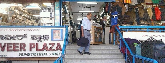 National Market is one of Locais curtidos por VinKoBha.