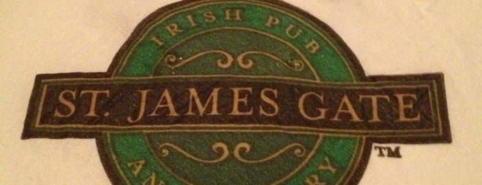 St. James Gate Irish Pub and Carvery is one of Lieux qui ont plu à Dennis.