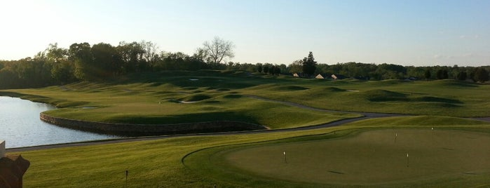 Cattail Creek Country Club is one of Locais curtidos por Christopher.
