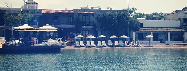 Çakıltaşı Cafe & Beach is one of Posti che sono piaciuti a Duygu.
