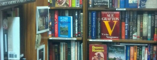 Acorn Bookshop is one of Lugares favoritos de John.