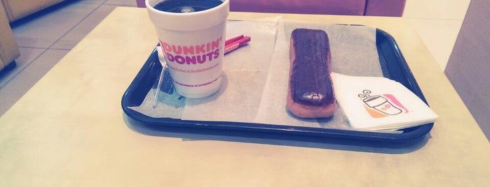 Dunkin' Donuts is one of Lugares favoritos de Amal.