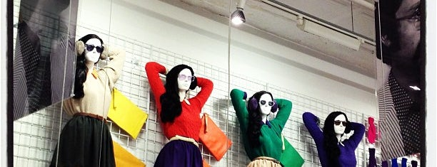 American Apparel SoHo Factory Outlet is one of Locais curtidos por Yvonne.