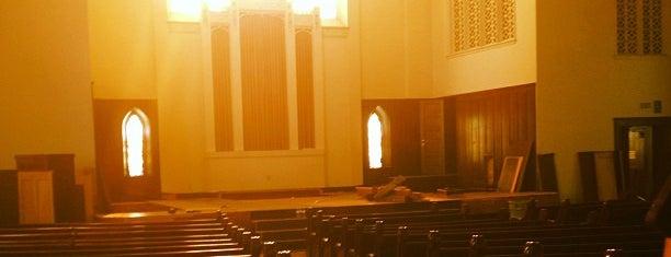 Resurrection Church is one of Tempat yang Disukai Savannah.