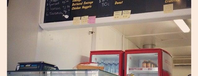 Mama T's Fish & Chips is one of สถานที่ที่ Adam ถูกใจ.