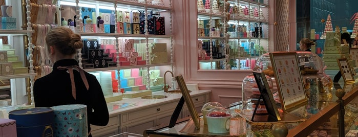 Ladurée Toronto is one of Scooterさんのお気に入りスポット.