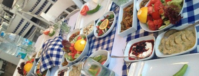 Potiri is one of cafe+bar+fasıl+kahvaltı+beach.