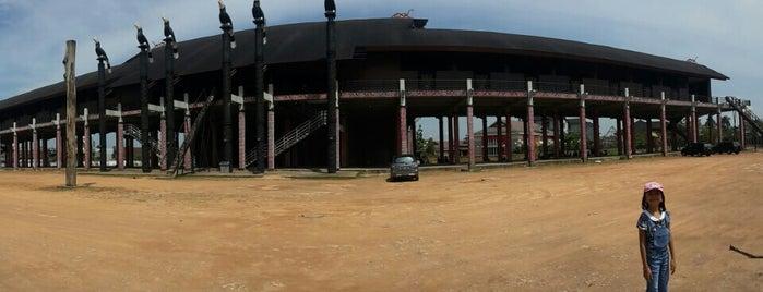 Rumah Adat Betang is one of Museum In Indonesia.
