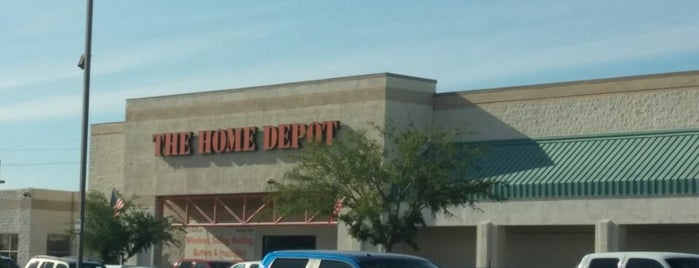 The Home Depot is one of Ashley 님이 좋아한 장소.