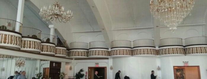 The Alhambra Ballroom is one of Lieux qui ont plu à Cheryl.