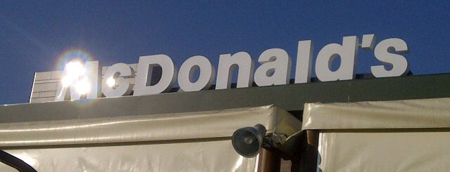 McDonald's is one of Locais curtidos por Francesco.