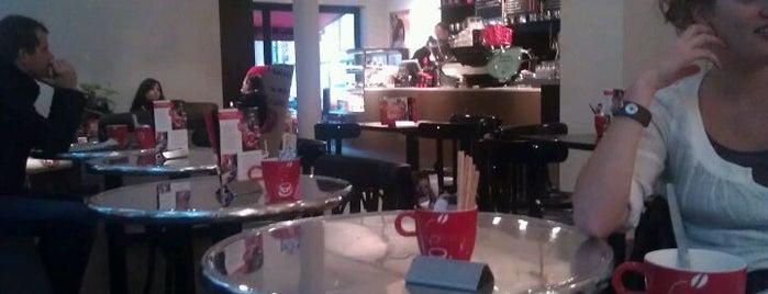 Douwe Egberts Café is one of Posti che sono piaciuti a Kevin.
