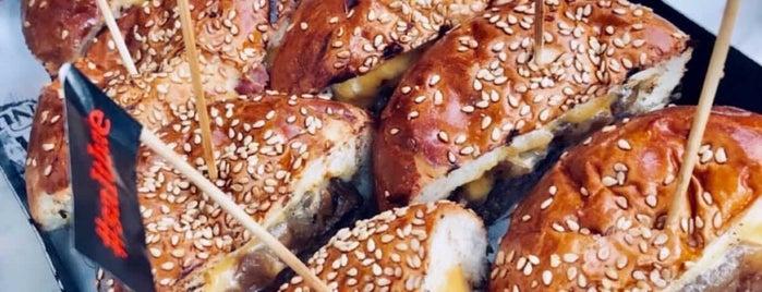 Nusr-Et Burger is one of สถานที่ที่บันทึกไว้ของ Emre.