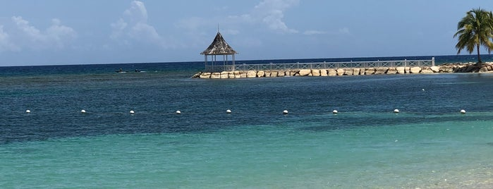 Half Moon Resort Beach is one of Lieux qui ont plu à Andy.