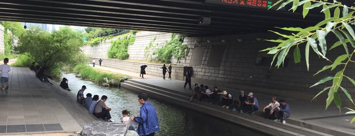 Cheonggyecheon Stream is one of Hart and Seoul.