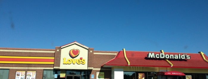 Love's Travel Stop is one of Constaさんのお気に入りスポット.
