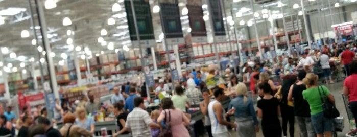 Costco is one of Caroline's Liked Places.
