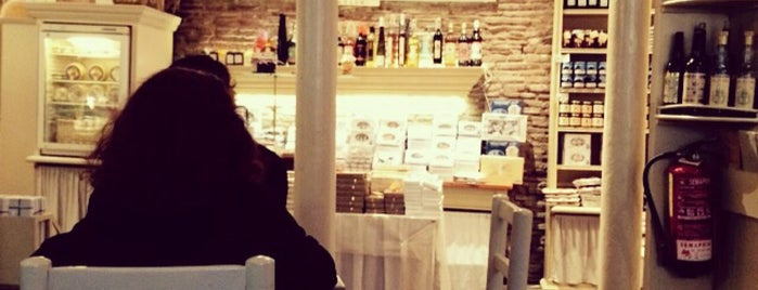 Caelum is one of Breakfast and nice cafes in Barcelona.