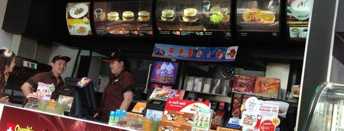 McDonald's & McCafé is one of Lieux qui ont plu à Pravit.