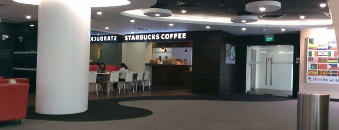 Starbucks is one of Lugares favoritos de Ian.