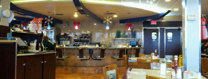 Gateway Diner is one of Tempat yang Disukai Matt.