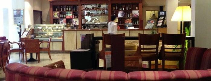 Vienna Cafe is one of Кофе Самара.