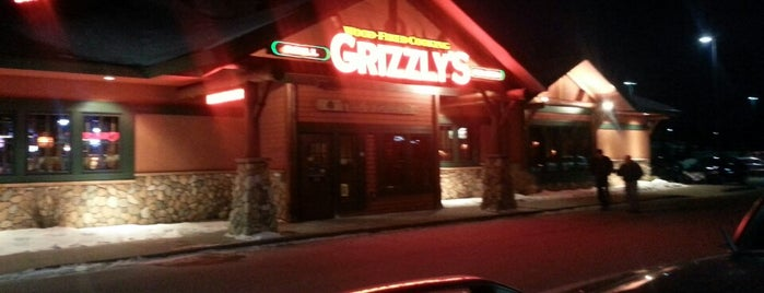 Grizzly's Grill N' Saloon is one of Locais salvos de Emily.