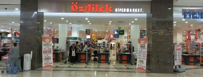 Özdilek Hipermarket is one of Yasemin Arzu 님이 저장한 장소.