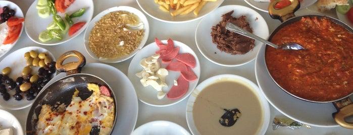 Mis Cafe is one of Tempat yang Disukai Bülent.