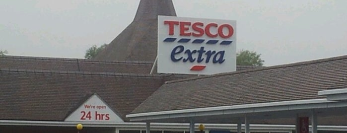 Tesco Extra is one of Orte, die Tom gefallen.