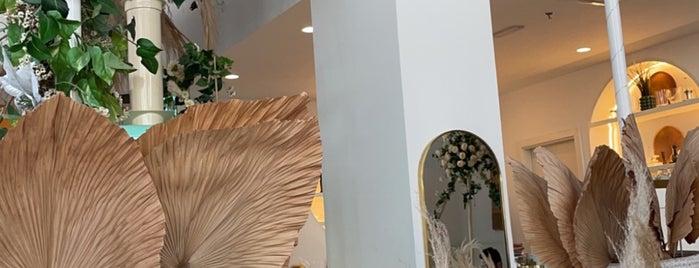Brunch & Cake Dubai is one of Lugares guardados de Soly.