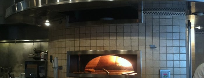 California Pizza Kitchen is one of Orte, die Andrea gefallen.