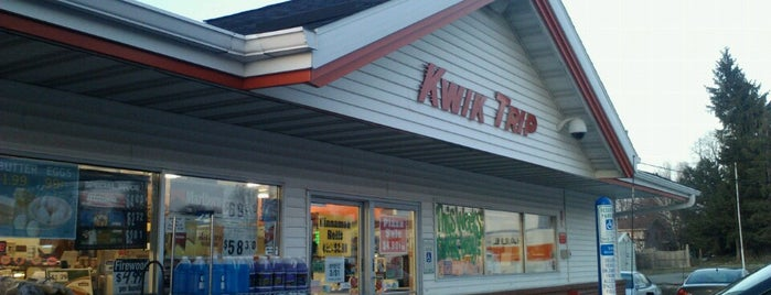 Kwik Trip is one of Tempat yang Disukai Kayla.