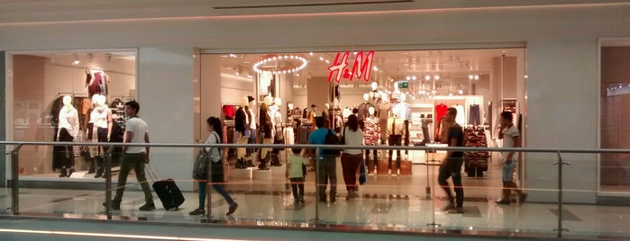 H&M is one of Lugares favoritos de Hülya.