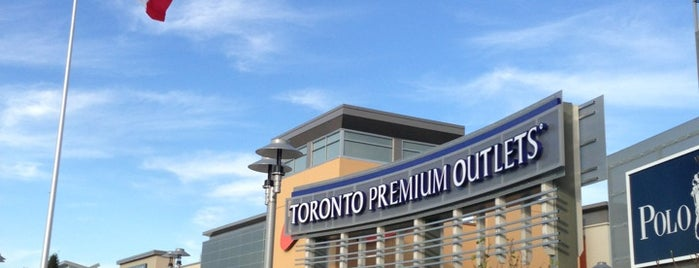 Toronto Premium Outlets is one of Lieux qui ont plu à Nadia.