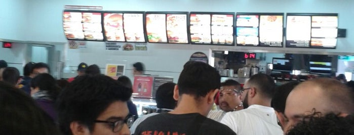 Carl's Jr. is one of Tempat yang Disukai GloPau.