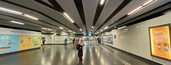 Rochor MRT Station (DT13) is one of Locais curtidos por Barry.