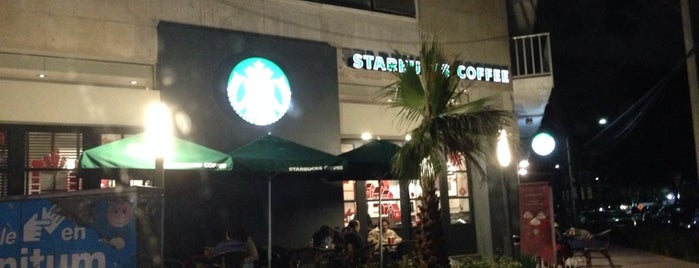 Starbucks is one of Lieux qui ont plu à Lalo.