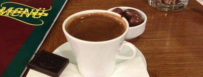 Kahve Dünyası is one of Tempat yang Disukai Gülcan.