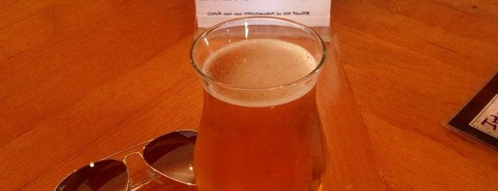 Dogfish Head Brewings & Eats is one of Orte, die Natalie gefallen.