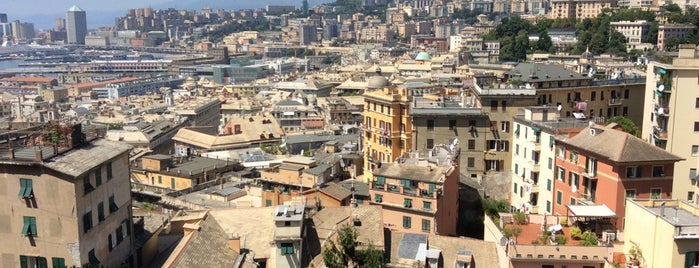 Genova is one of Lugares favoritos de Tahsin.