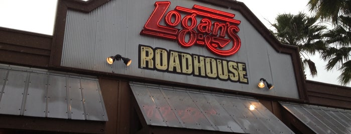 Logan's Roadhouse is one of Orte, die Diego gefallen.