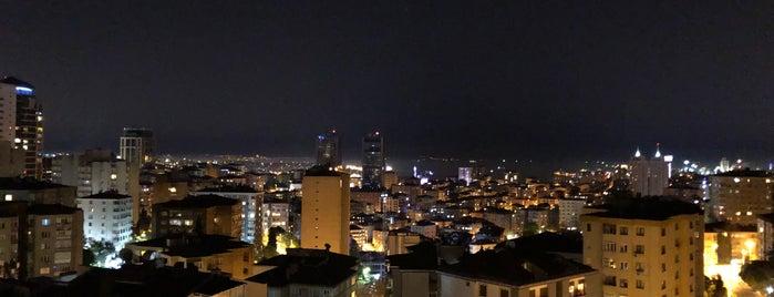 Yesil Apartman is one of Lugares favoritos de Metin.