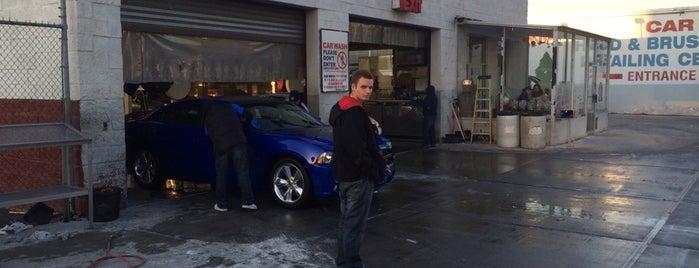 Queensboro Car Wash is one of Ailie'nin Beğendiği Mekanlar.
