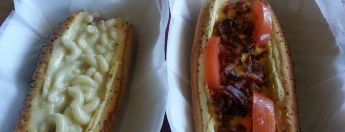 Dog Days Chicago Hotdogs is one of Hot Dogs 2.