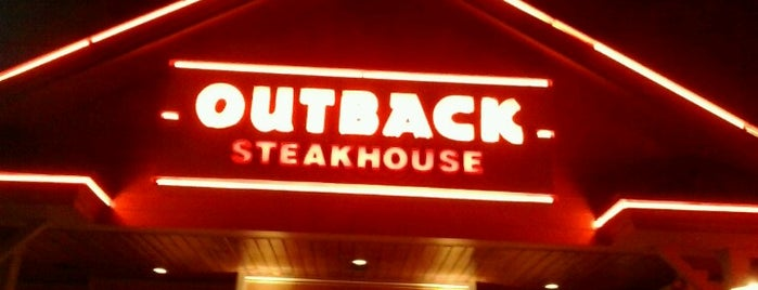 Outback Steakhouse is one of Tempat yang Disukai Lari.