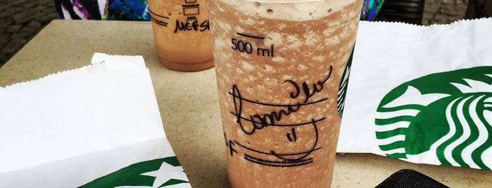 Starbucks is one of สถานที่ที่ Camila ถูกใจ.