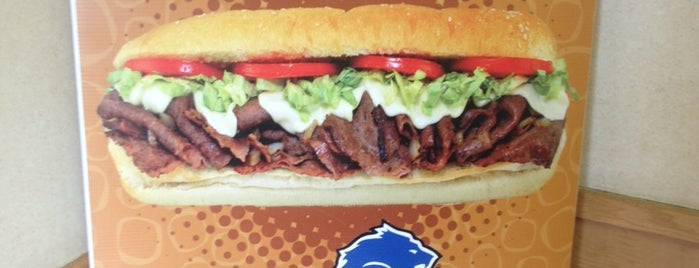 Tubby's Grilled Submarines is one of Locais curtidos por Derrick.