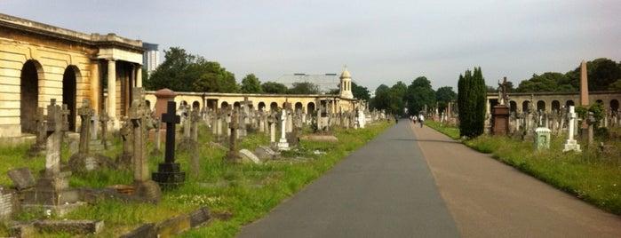 Brompton Cemetery is one of Posti che sono piaciuti a Natsuko.